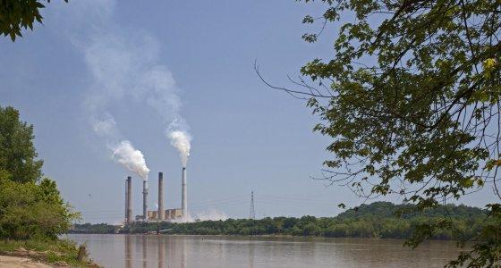 Kohlekraftwerk am Ohio River in Kentucky /picture alliance