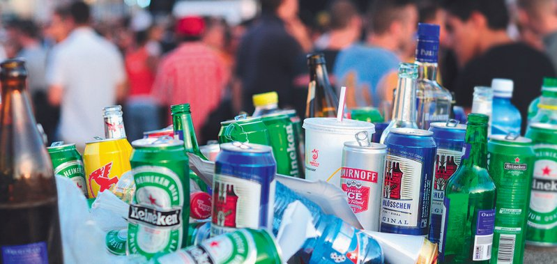 Bei elf Litern reinem Alkohol pro Jahr und Kopf liegt der Durchschnittskonsum in Deutschland. Foto: picture alliance/Sodapix AG