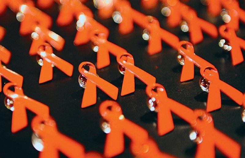 Diskriminierung von HIV-Infizierten: Das Institut untersucht unter anderem die Auswirkungen auf das Vertrauen in staatliche Institutionen. Foto: dpa