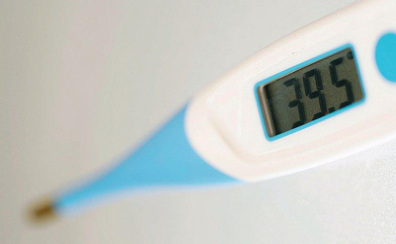 Fieber, auch isoliertes Fieber, sollte abgeklärt werden, wenn ein Patient unter Metamizol Temperaturen entwickelt. Foto: picture alliance/imageBROKER