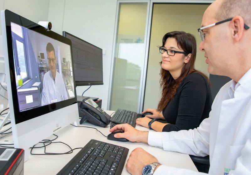 Televisite zwischen dem St. Elisabeth-Krankenhaus Jülich (Monitor) und der Uniklinik RWTH Aachen. Foto: Uniklinik RWTH Aachen