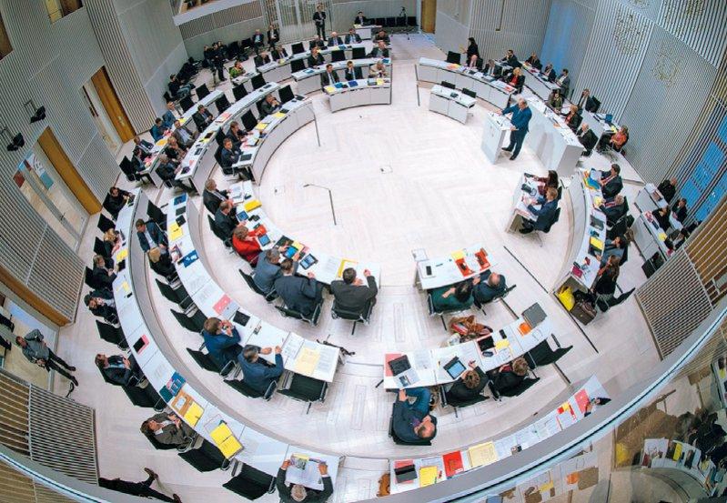 Der Landtag in Mecklenburg-Vorpommern will mit dem neuen Gesetz den Landarztmangel bekämpfen. Foto: picture alliance/Jens Büttner/dpa