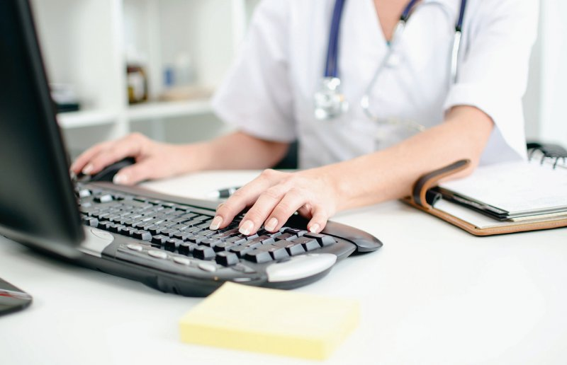 Arzneimittelverordnung: Das Arztinformationssystem soll den Ärztinnen und Ärzten schnelle Orientierung bieten. Foto: thodonal/stock.adobe.com