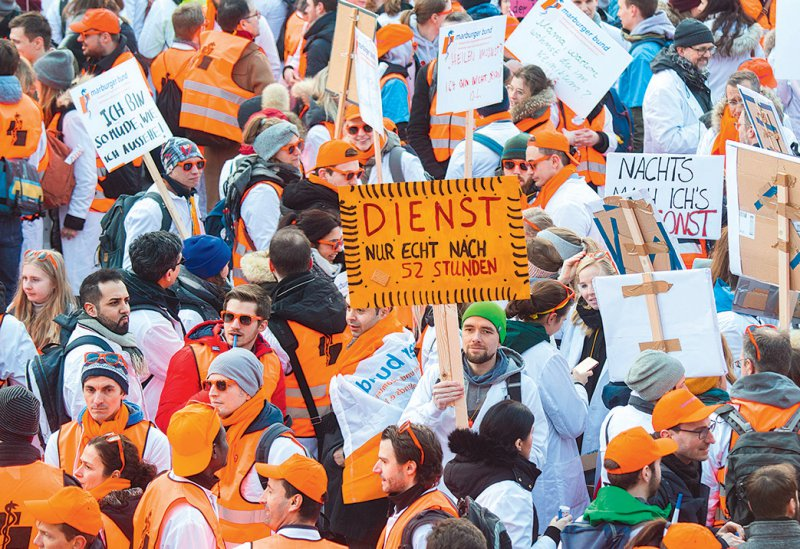 Ärzte von Unikliniken hatten Anfang Februar in Hannover für bessere Arbeitsbedingungen demonstriert. Foto: picture alliance/Julian Stratenschulte
