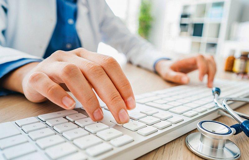 Sicherheitslücke geschlossen: Ärzte können wieder zwei Verfahren für elektronischen Heilberufeausweis nutzen. Foto: sebra/stock.adobe.com