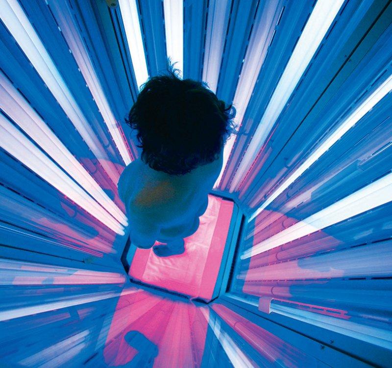 Die Balneophototherapie kombiniert Wannenbäder unter Zusetzung verschiedener Substanzen wie Salz mit einer UV-Lichttherapie. Foto: picture alliance/Klaus Rose