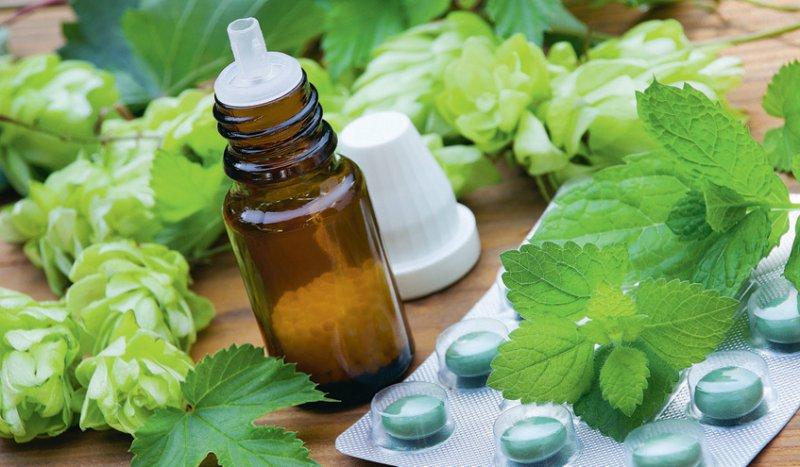 In einem ganzheitlichen Ansatz sollen Möglichkeiten der konventionellen Medizin und der Naturheilkunde genutzt werden. Foto: Pixelot/stock.adobe.com
