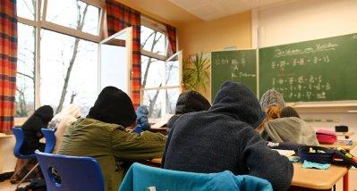 Studie im Klassenzimmer: Stoßlüften wirksamer als Filtergeräte