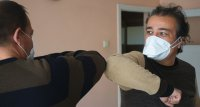 COVID-19: WHO empfiehlt Maske bei Besuch auch in der eigenen Wohnung