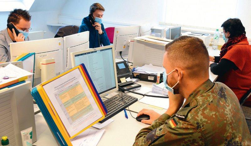 Die Gesundheitsämter sind in der Coronapandemie am Limit und benötigen Unterstützung – etwa von der Bundeswehr. Foto: picture alliance/dpa/Waltraud Grubitzsch