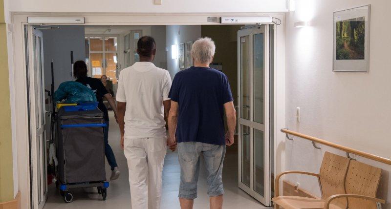 Baerbock: Geld aus Pflegeversicherung nur an Heime mit Tariflohn