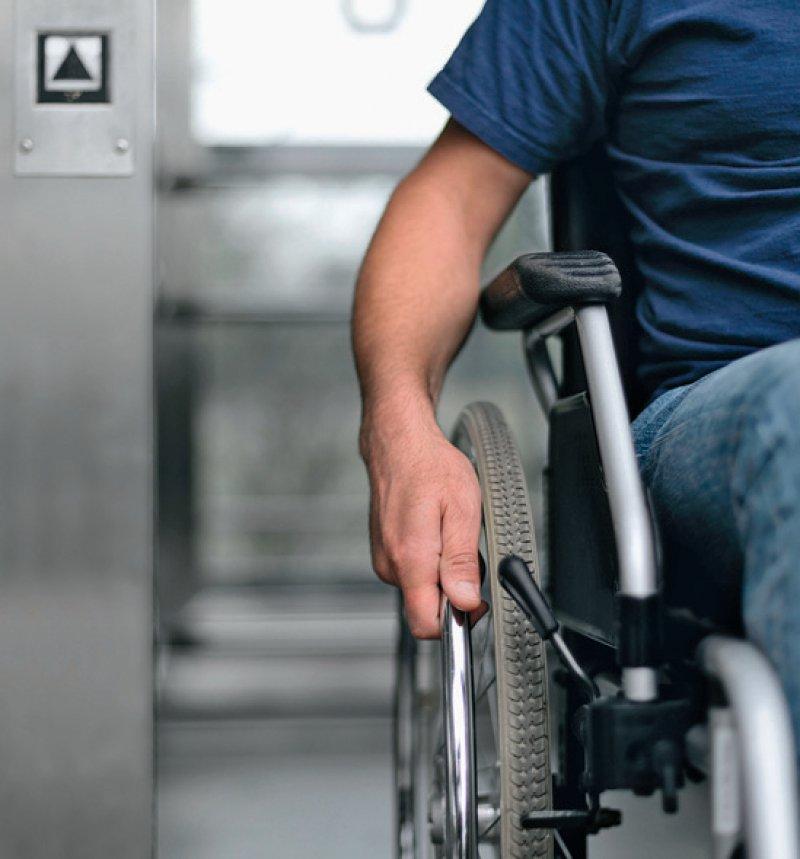 Ein barrierefreier Zugang zu Arztpraxen fehlt noch zu häufig. Foto: gradt/stock.adobe.com
