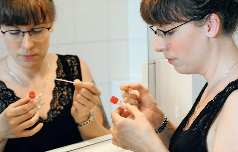 Bei den bislang erhältlichen Antigentests für den Heimgebrauch müssen die Anwender bei sich selbst einen Abstrich aus der Nase entnehmen. Foto: Thorsten Maybaum