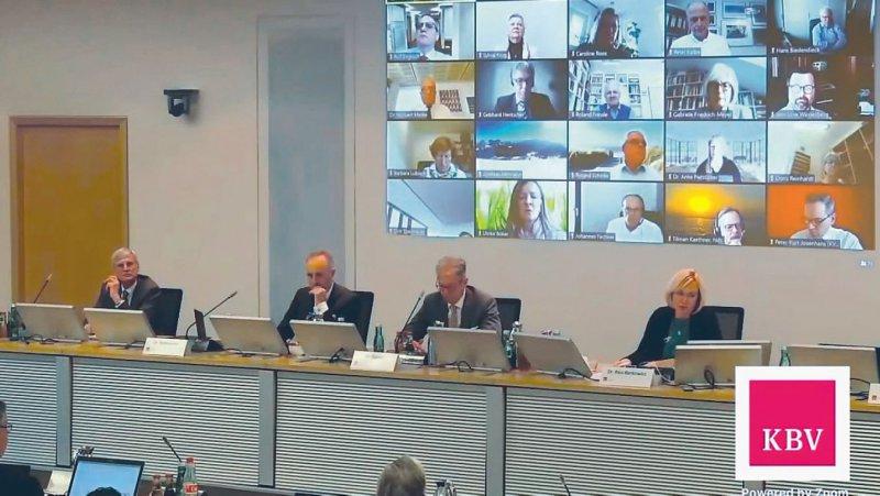 KBV-Vertreterversammlung in hybrider Tagungsform: Die Mitglieder wurden zugeschaltet, der Vorstand tagte in Berlin. Fotos: Thorsten Maybaum